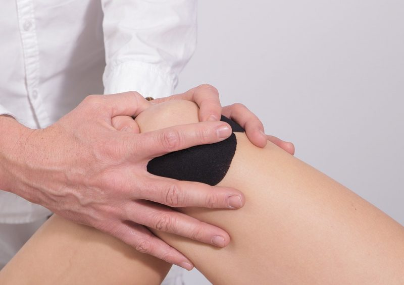 Massaging Knee Joints Athelio Com